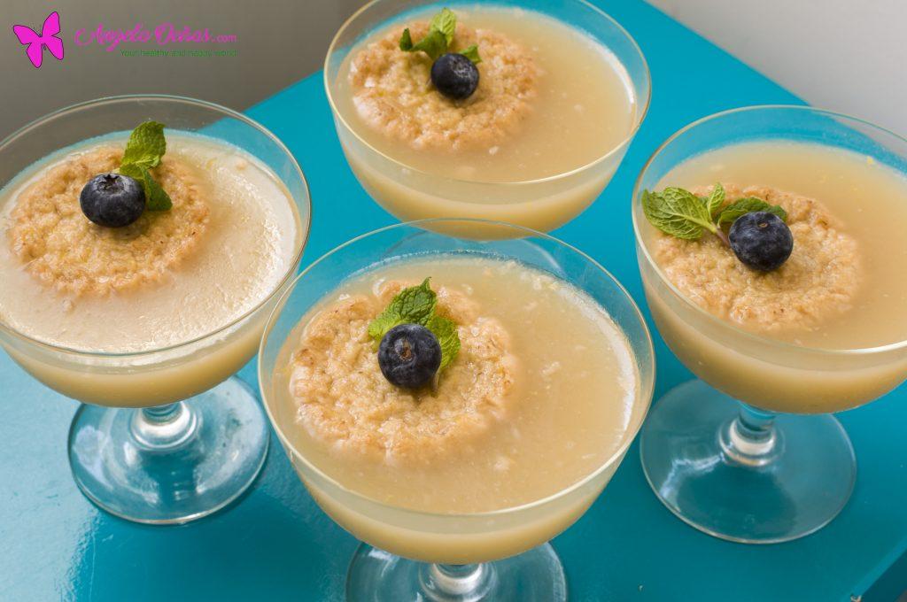 quatro taças com gelatinas de limão